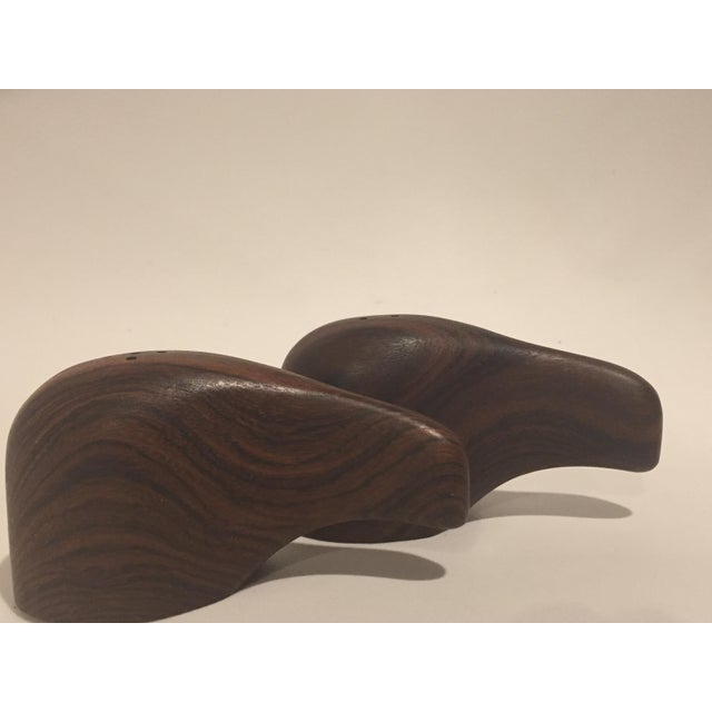 Abstract Don S. Shoemaker Interlocking Rosewood Salt and Pepper Shaker, 1960, Señal For Sale - Image 3 of 8