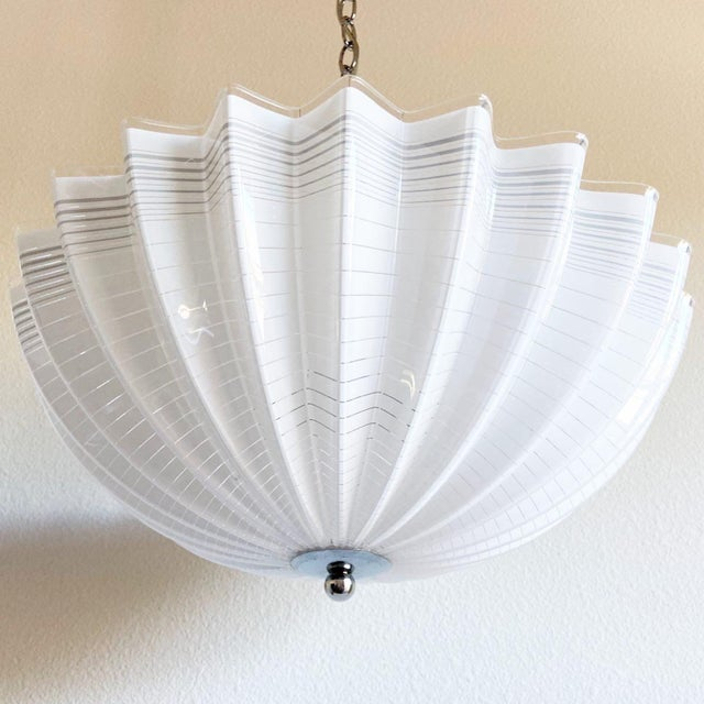 Mid-Century Modern Modern Lucite Pendant Chandelier For Sale - Image 3 of 10
