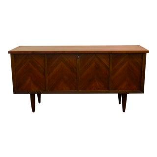 1960s Mid Century Modern Lane Walnut Cedar Chest For Sale