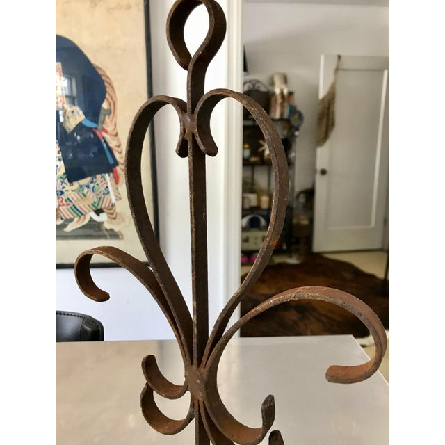 1940s Vintage Rustic Handmade Heart-Shaped Rusty Iron Decorative Wall Caddy For Sale - Image 5 of 9