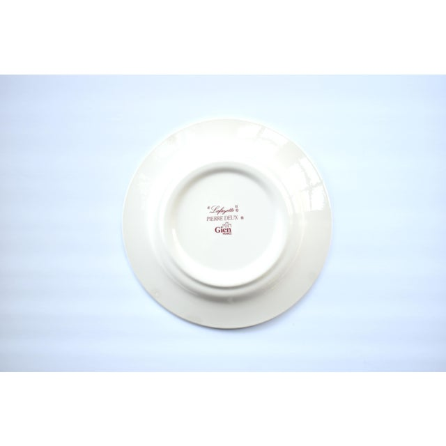 """French Gien & Pierre Deux """"Lafayette"""" Pattern Red Americas Toile Plate For Sale In San Francisco - Image 6 of 7"""