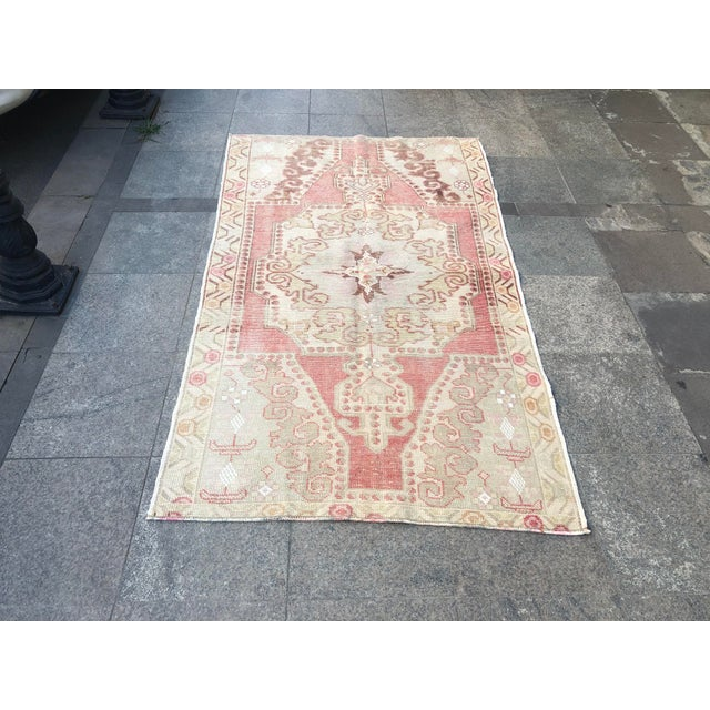 1960s Vintage White Turkish Rug- 3′9″ × 6′9″ For Sale - Image 11 of 11