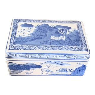 Vintage Chinoiserie Blue and White Ceramic Box For Sale