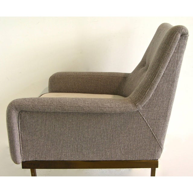 1970s Arflex Italian Brass Base Two-Tone Pepper Cream and Taupe Gray Armchair For Sale In New York - Image 6 of 13