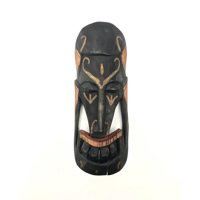 Kenyan Tribal Wall Masks, a Pair For Sale - Image 4 of 8