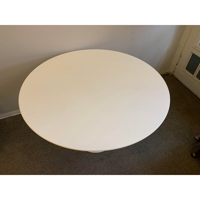 White Mid-Century Modern Saarinen Tulip Dining Table for Knoll For Sale - Image 8 of 12