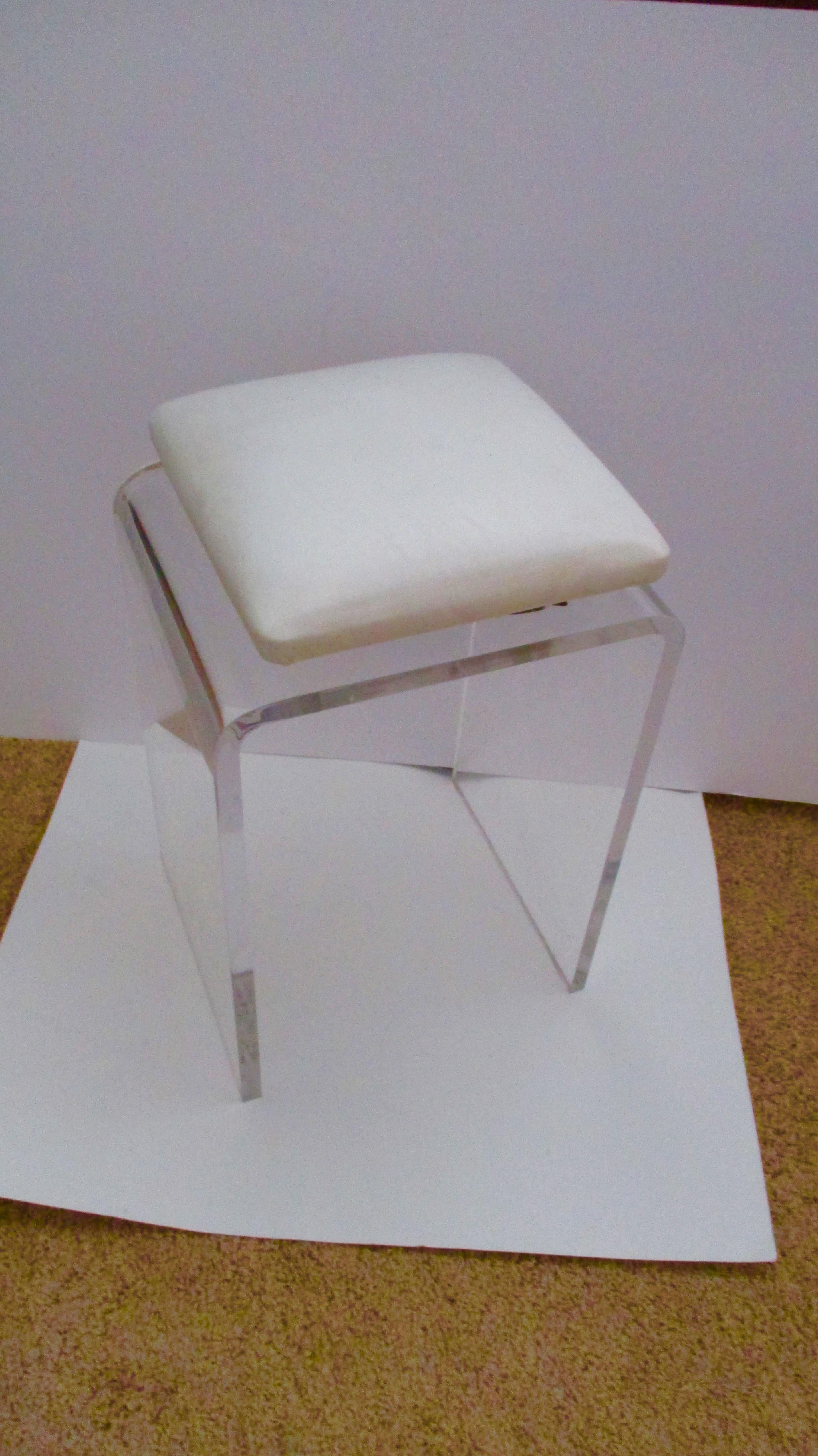 The Perfect Sized Stool To Pull Up To A Vanity Or Dressing Area Or In Your