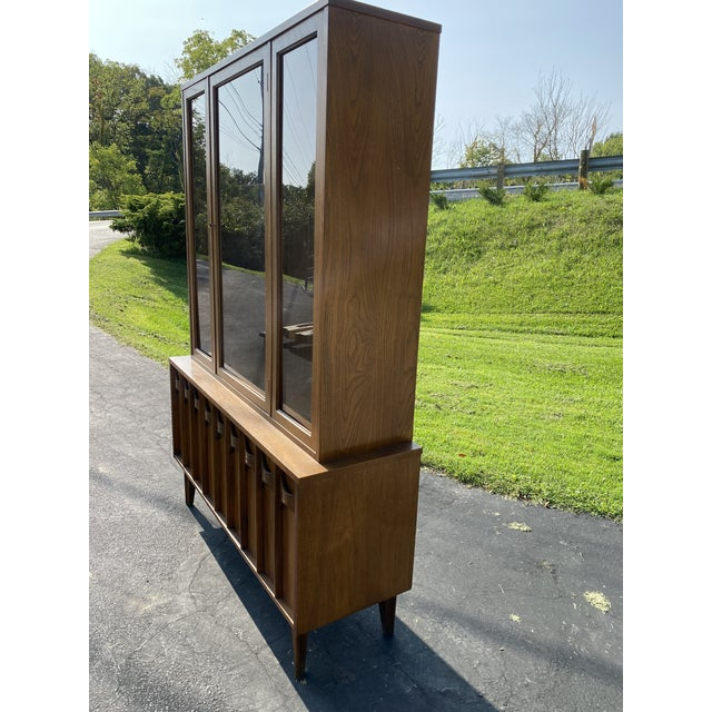 1960s 1960s Mid Century Blowing Rock Industries Kent Coffey Style Pecan Walnut Display China Hutch For Sale - Image 5 of 9