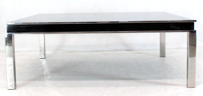 Superbe Mid Century Modern 1970s Extra Large Polished Chrome Square Smoked Glass  Coffee Table For Sale