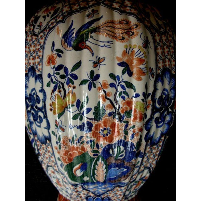 A Massive Dutch Polychromed Tinglazed Delftware Lobed Urn With Lid Surmounted by a Regal Lion For Sale In San Francisco - Image 6 of 7