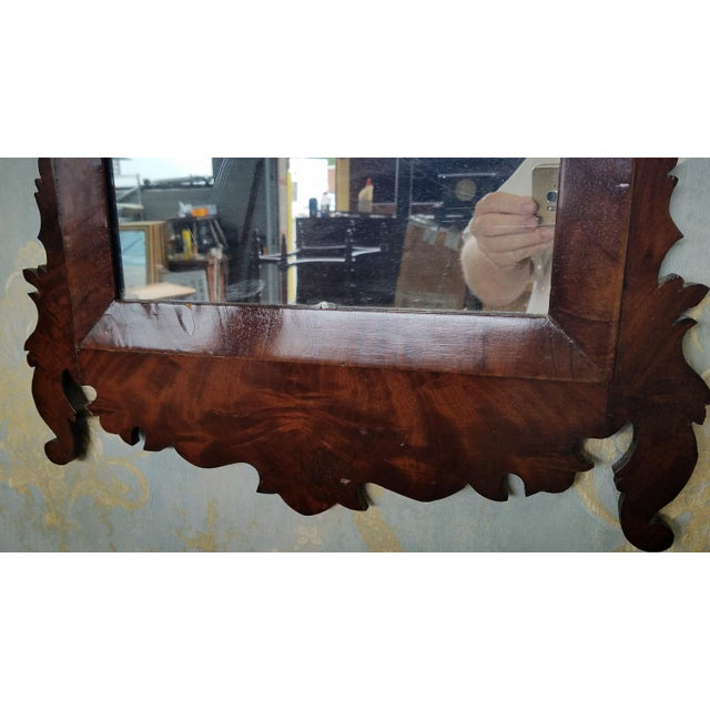 1810 Antique American Late Federal Period Mahogany & Gilt Hanging Looking Glass Mirror For Sale - Image 5 of 11