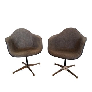 1970s Vintage Herman Miller Swivel Chairs- A Pair For Sale
