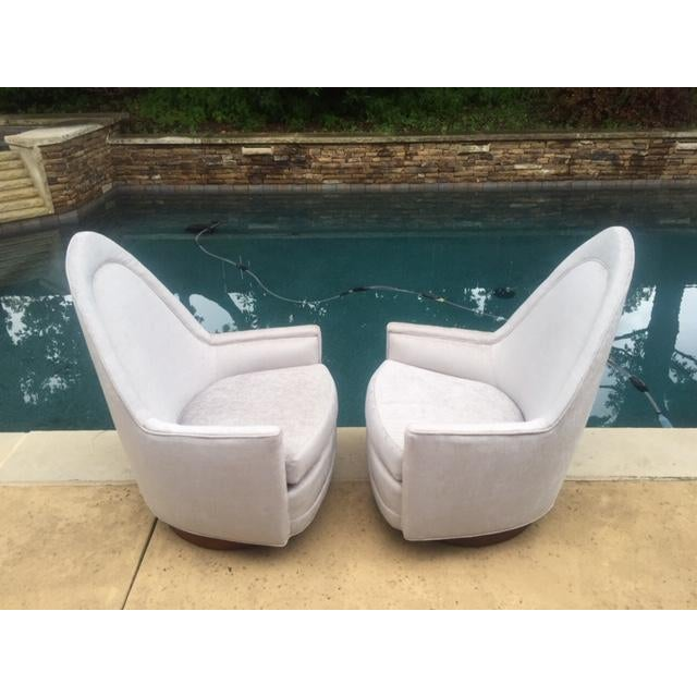 Selig A Pair of Vintage Sculptural Memory Swivel Chairs by Selig Imperial For Sale - Image 4 of 12