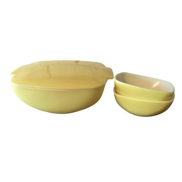 4-Piece Yellow Pyrex Square Salad Set - Image 1 of 9