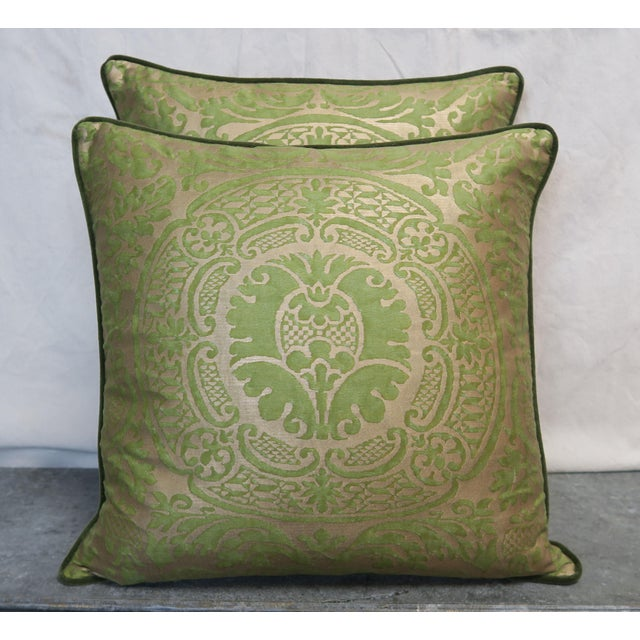 Early 21st Century Pair of Orsini Patterned Fortuny Textile Pillows For Sale - Image 5 of 5