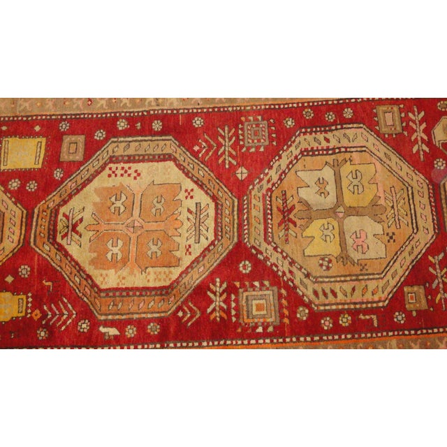 Add some ethnic elegance to your entryway or hall with this antique Persian Bakhshayesh runner rug. It was handmade in...