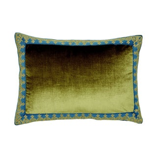 Contemporary Schumacher Venetian Silk Velvet Pillow in Hazel - 20ʺW × 14ʺH For Sale