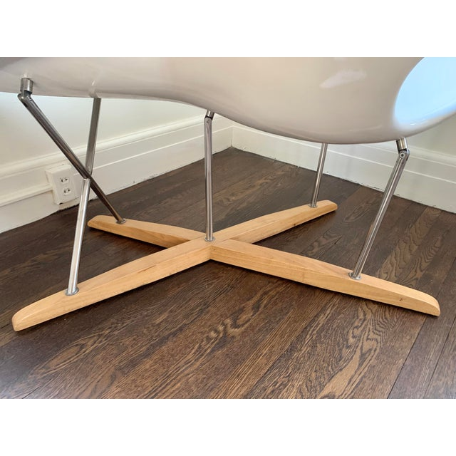 """Mid Century Charles Eames """"La Chaise"""" White Lounge Chair For Sale In New York - Image 6 of 9"""
