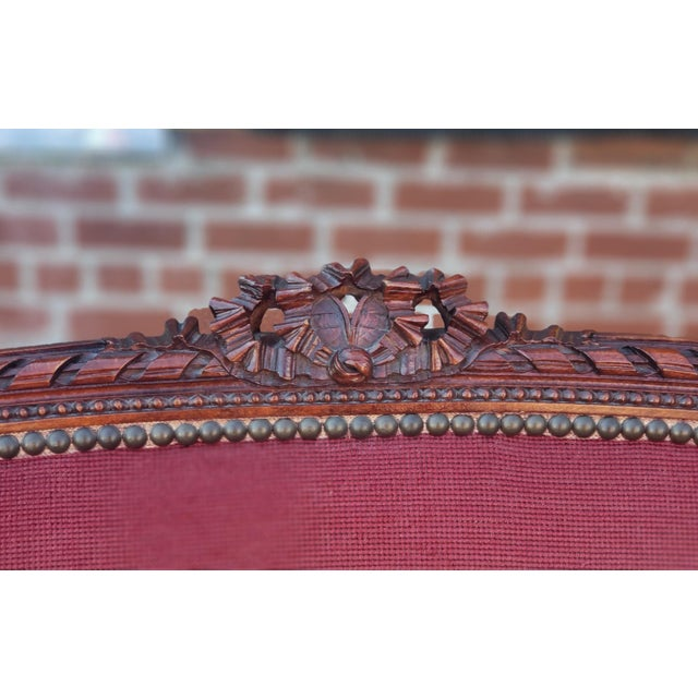 Wood 1950s French Louis XV Style Needlepoint Living Room Settee For Sale - Image 7 of 10