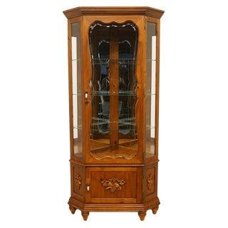 20th Century French Country Pulaski Furniture Display Curio Cabinet For Sale
