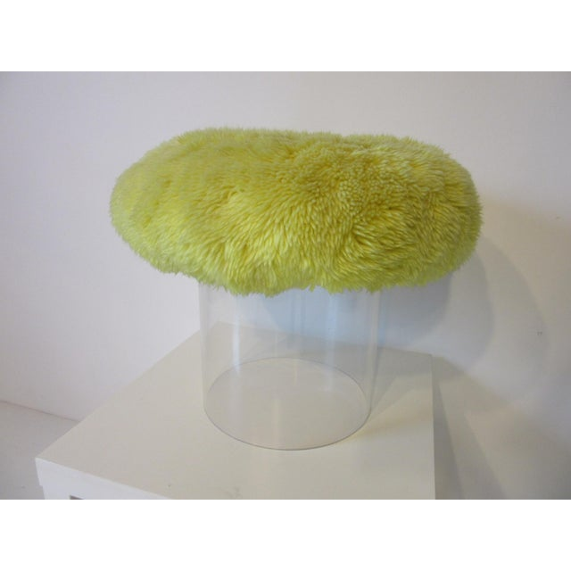 Mid-Century Modern Lucite Vanity Stool Used on the Phil Donahue Show For Sale - Image 3 of 7