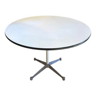 Mid-Century Modern Charles and Ray Eames for Herman Miller Round Dining Table