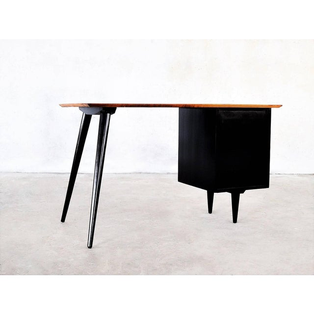 """Mid-Century Modern Two-Tone Paul McCobb """"Planner Group"""" Desk For Sale - Image 3 of 5"""