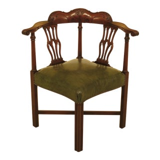 1960s Vintage Colonial Carved Mahogany Chippendale Corner Chair For Sale