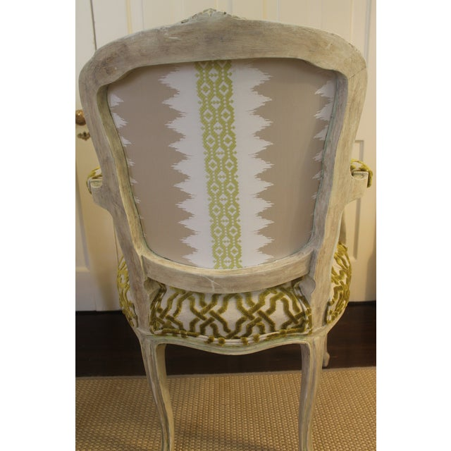 19th Century Louis XV Cream and Green Silk Patterned Bergere Chairs - a Pair For Sale In New Orleans - Image 6 of 11