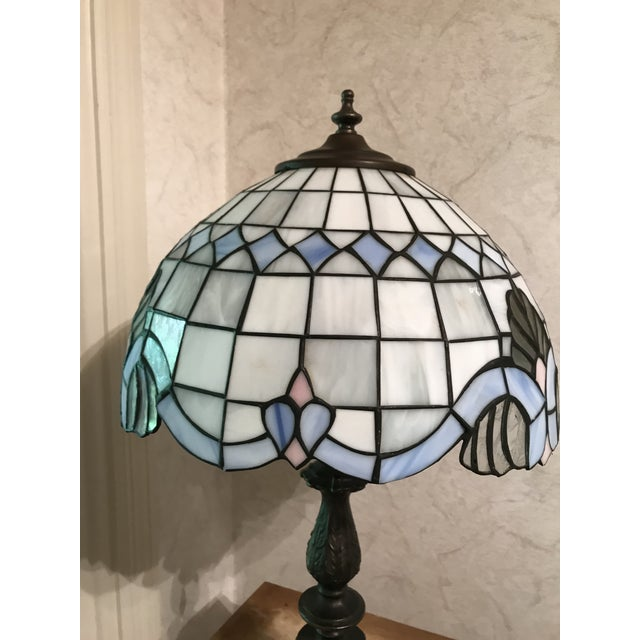 Gorgeous Tiffany Style Vintage Lamp with White & Pink/Blue Floral Print Stained Glass Lamp Shade & Brushed Gold Base...