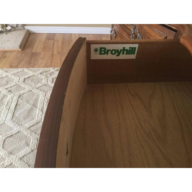 Vintage Broyhill French Provincial Dresser - Image 6 of 11