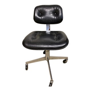 Vintage Mid-Century Modern Steelcase Black Leather 4 Star Chair For Sale