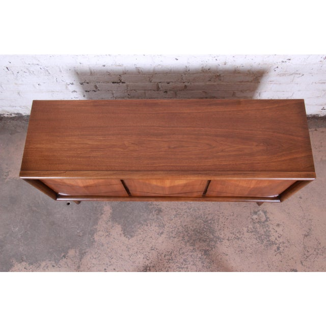 United Furniture Corporation Mid-Century Modern Sculpted Walnut Diamond Front Triple Dresser or Credenza by United For Sale - Image 4 of 11