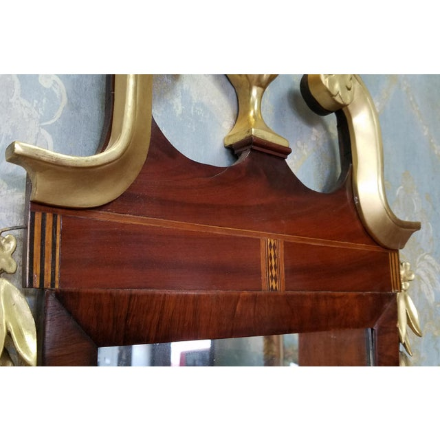 1810 Antique American Late Federal Period Mahogany & Gilt Hanging Looking Glass Mirror For Sale - Image 9 of 11
