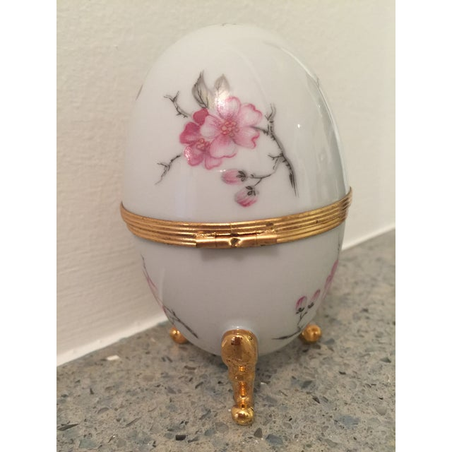 Boho Chic 1980s French Pronvincial Limoges Trinket Egg Box For Sale - Image 3 of 8