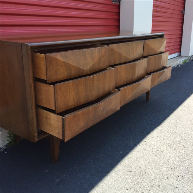 Mid-Century Nine Drawer Diamond Front Dresser - Image 10 of 11