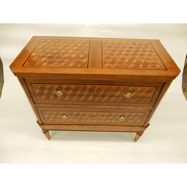 Great commode for next to a sofa or bed. As a stand alone chest in entrance hall or most rooms.