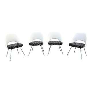 Mid-Century Modern Eero Saarinen for Knoll Executive Armless Chairs - Set of 4 For Sale