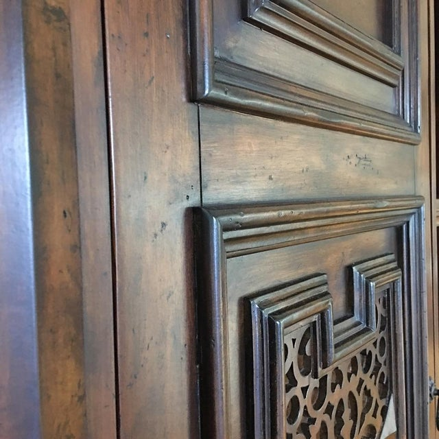 British Colonial Hardwood & Veneer Entertainment Console with Hutch Towers - Image 5 of 9