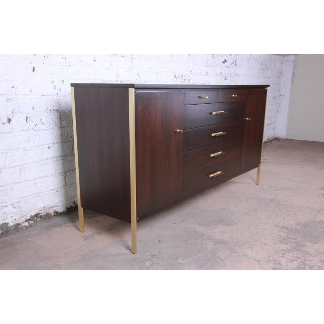 1950s Paul McCobb for Calvin Mahogany and Brass Sideboard Credenza For Sale - Image 5 of 13