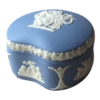 "Antique Wedgwood Blue Jasper Footed Dresser Box ""Classical"" For Sale"