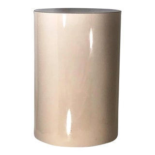 Late 20th Century Post Modern Light Pink Cylinder Round Formica Side Table For Sale