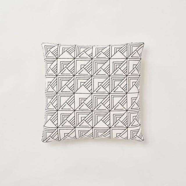 Schumacher Frank Lloyd Wright St. Marks Check Print Black & White 18 X 18 Pillow - Pair For Sale In New York - Image 6 of 6