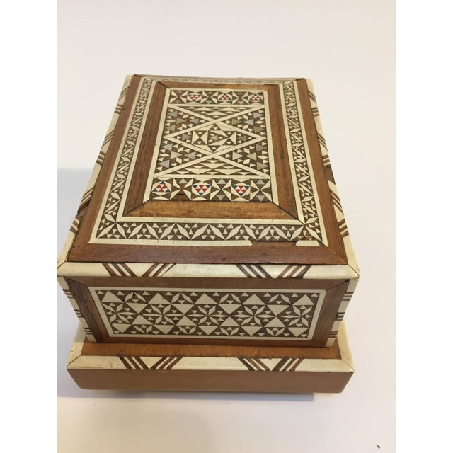 White Vintage Moorish Spanish Granada Mother of Pearl Inlay Cigarettes Music Box For Sale - Image 8 of 13
