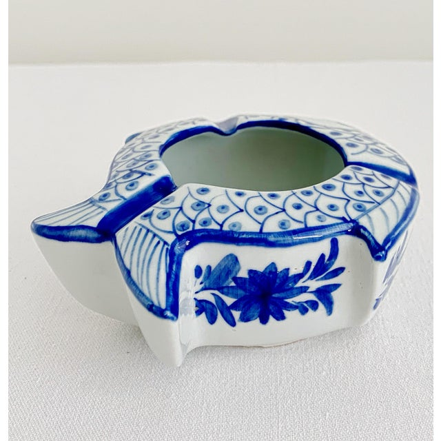 Late 20th Century Vintage Chinoiserie Fish Shape Hand Painted Porcelain Ashtray For Sale - Image 5 of 8