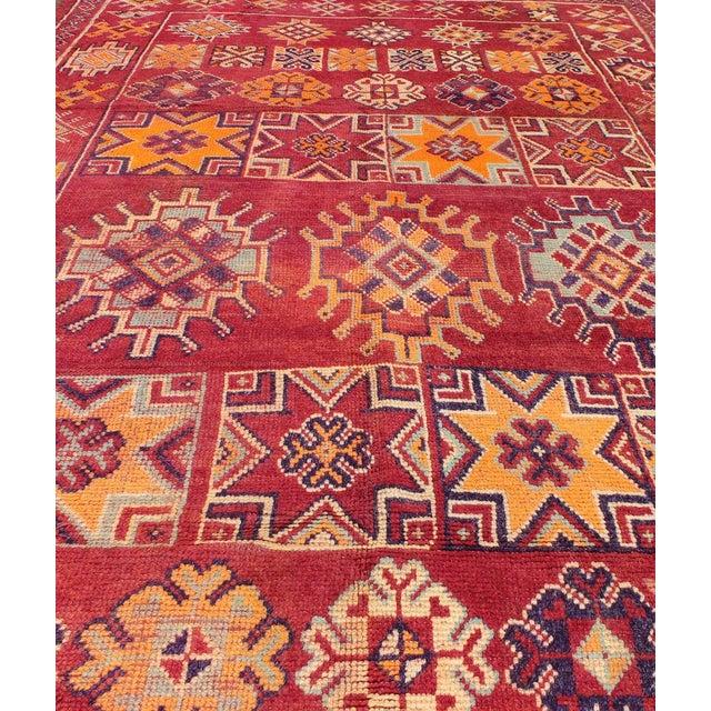 Textile Keivan Woven Arts, S12-0410, Vintage Mid-Century Moroccan Rug - 5′4″ × 10′ For Sale - Image 7 of 10
