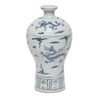 Chinese Blue and White Porcelain Vase For Sale