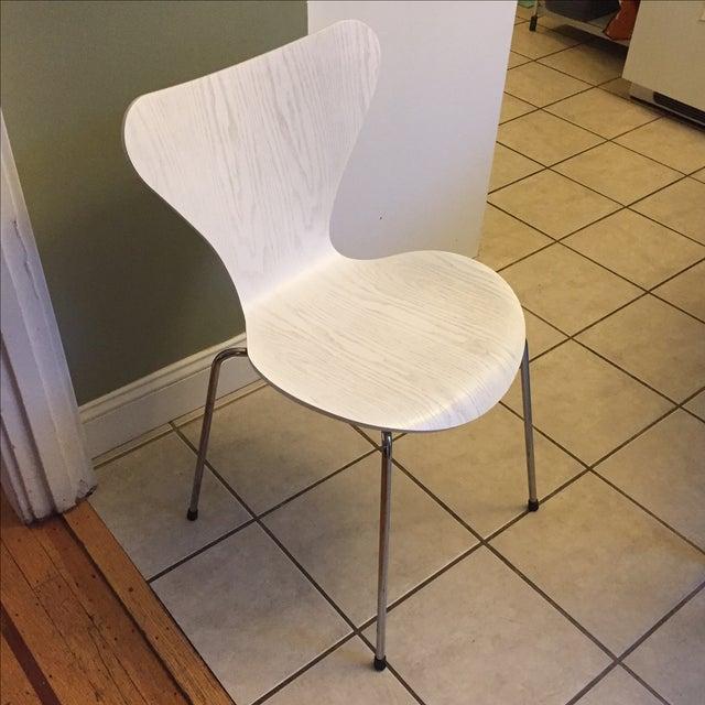 Arne Jacobsen & Fritz Hansen Series 7 White Chair - Image 2 of 3