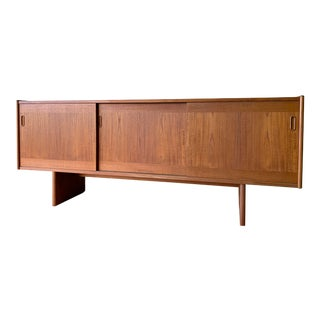 Long Mid Century Modern Teak Credenza Media Stand For Sale