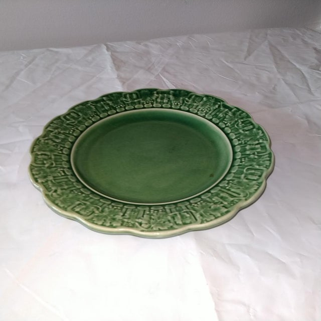 """Fabulous green Portuguese plate, 8"""" in diameter. Great for wall hanging or cabinet display."""